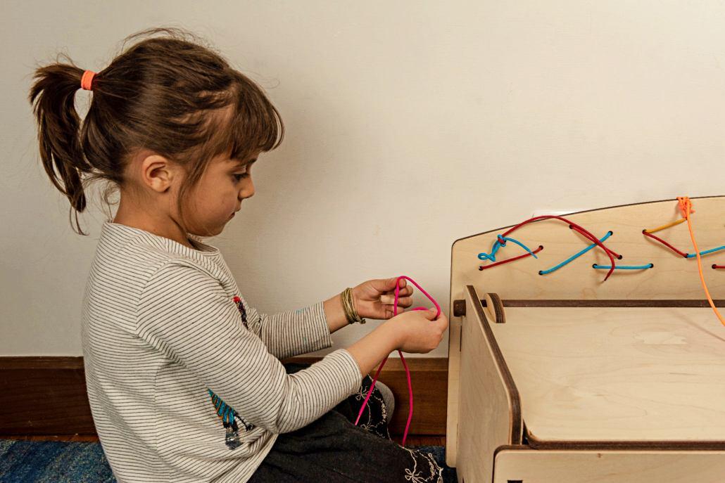 telaio-allacciature-montessori-bambini
