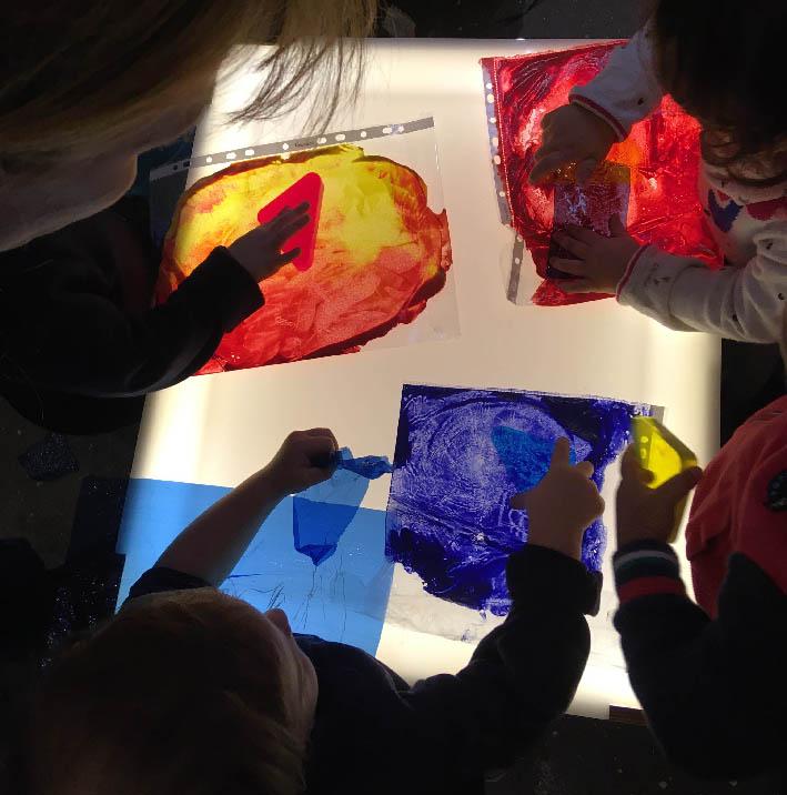 Tavolo luminoso - scuole Loris Malaguzzi